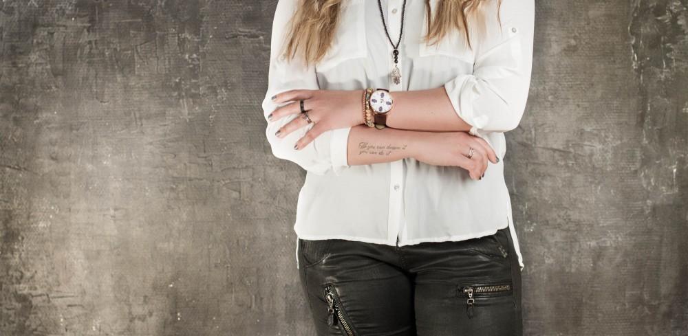 Mai Copenhagen, kvinde med ur, reklamebillede med kvindeur, Zenani