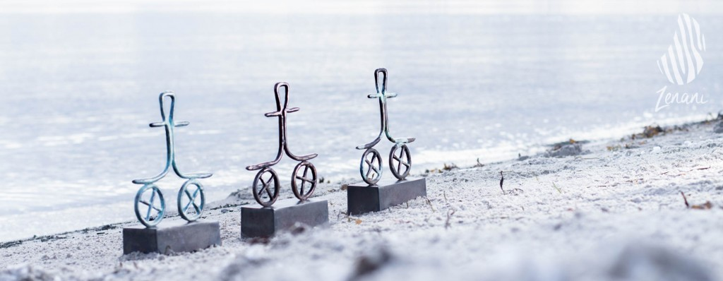 bronzeskulptur Johannes, tina hee, skulptur ved stranden, fotograf zenani