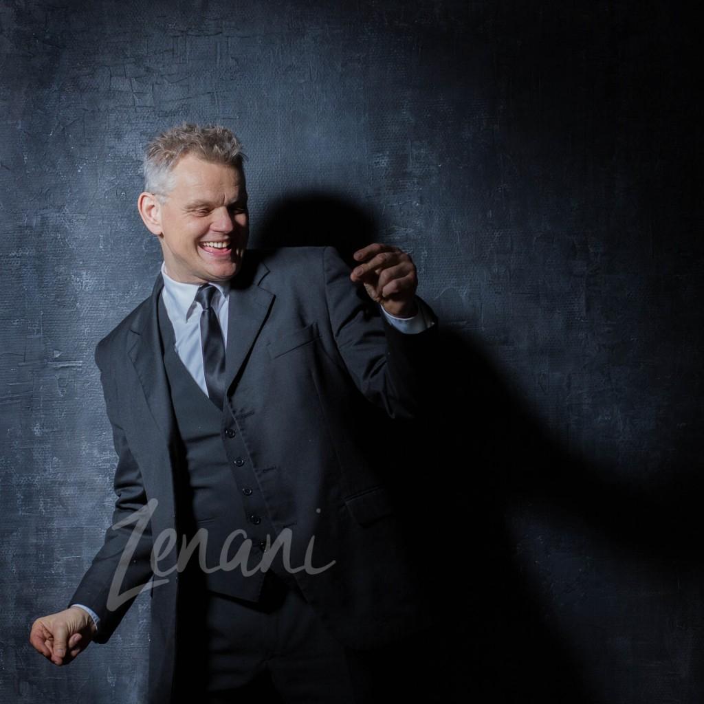 portræt af Asbjørn Jensen, standup, motiverende foredragsholder, zenani