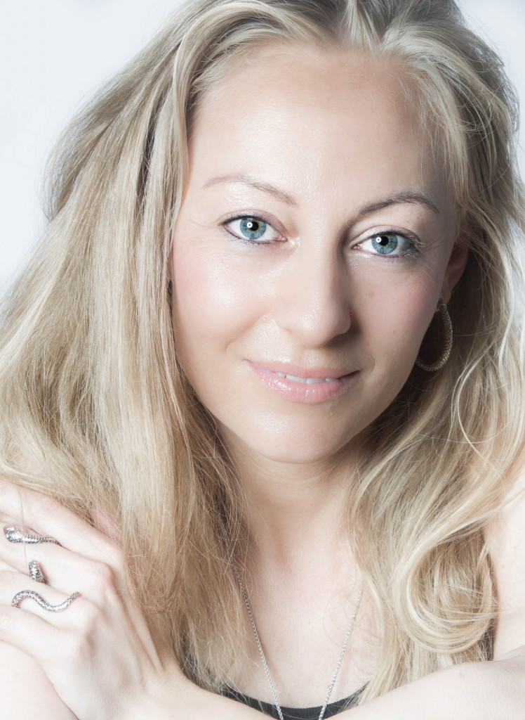 billedbehandling, portræt af Nana Lind, studie portræt, smuk kvinde, Zenani