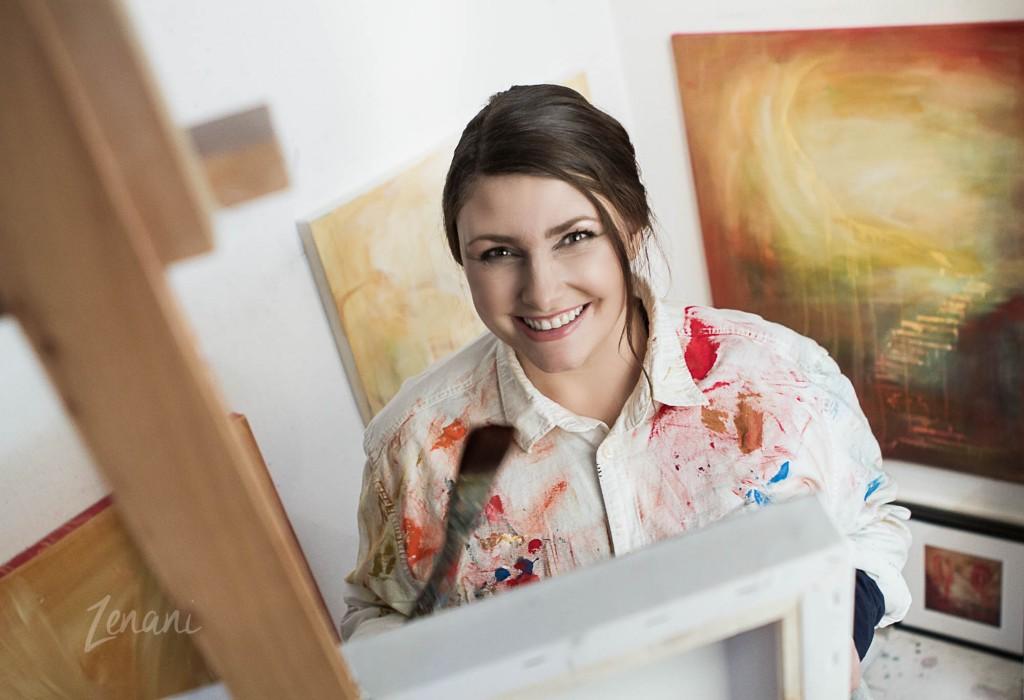 Billedkunstner Hanne Kondziella, millionær, portrætfotografering i atelier, kunstner i atelier, Zenani